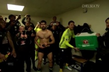 เกิดอะไรขึ้นเมื่อคอนเต้ เดินเข้ามาในห้องแต่งตัว หลังเชลซีได้แชมป์ (มีคลิป)