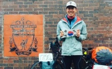 ยอมใจ!! แฟนโสมขาวปั่นจักรยาน 235 วันถึงแอนฟิลด์-หงส์มอบตั๋ว