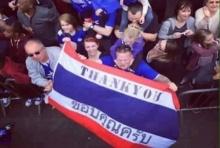 แทนคำขอบคุณ! แฟนเลสเตอร์!ถือธงชาติไทยเข้าไปเชียร์ในสนาม