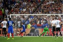 พลาดเป็นโดน! ฝรั่งเศสเข่นอินทรี 2-0 ลิ่วชิงโปรตุเกส