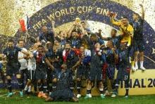 ชมบรรยากาศ ฝรั่งเศสฉลองแชมป์โลก2018 ท่ามกลางสายฝน (คลิป)
