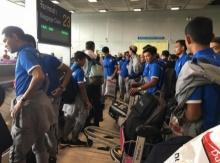 สนามบินคึกคัก! แฟนบอลแห่รับนักเตะกลับบ้าน (ชมภาพ)