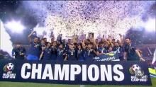 ภาพประวัติศาสตร์! วินาทีทีมชาติไทยฉลองแชมป์อาเซียน ซูซูกิ คัพ 2016