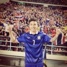 ชัปปุยส์  เชียร์ติดขอบจอ ทีมไทยนัดอุ่นสิงคโปร์!!