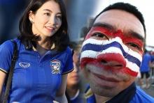 ภาพกองเชียร์ทีมชาติไทย เพ้นท์เป็นหน้าลายธงชาติ ก่อนเกม ไทย-อิเหนา