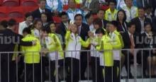 บิ๊กตู่ ควง อาจารย์น้อง เชียร์ตะกร้อไทยชิงทองซีเกมส์ นักกีฬาขอเซลฟี่